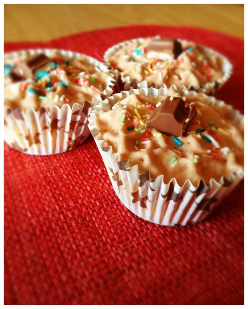 Cupcakes à la chantilly de Kinder et billes de chocolat Valrhona
