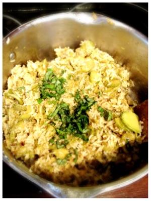 Courgettes trompettes revenues à la poele, riz, parmesan, oeuf et basilic frais