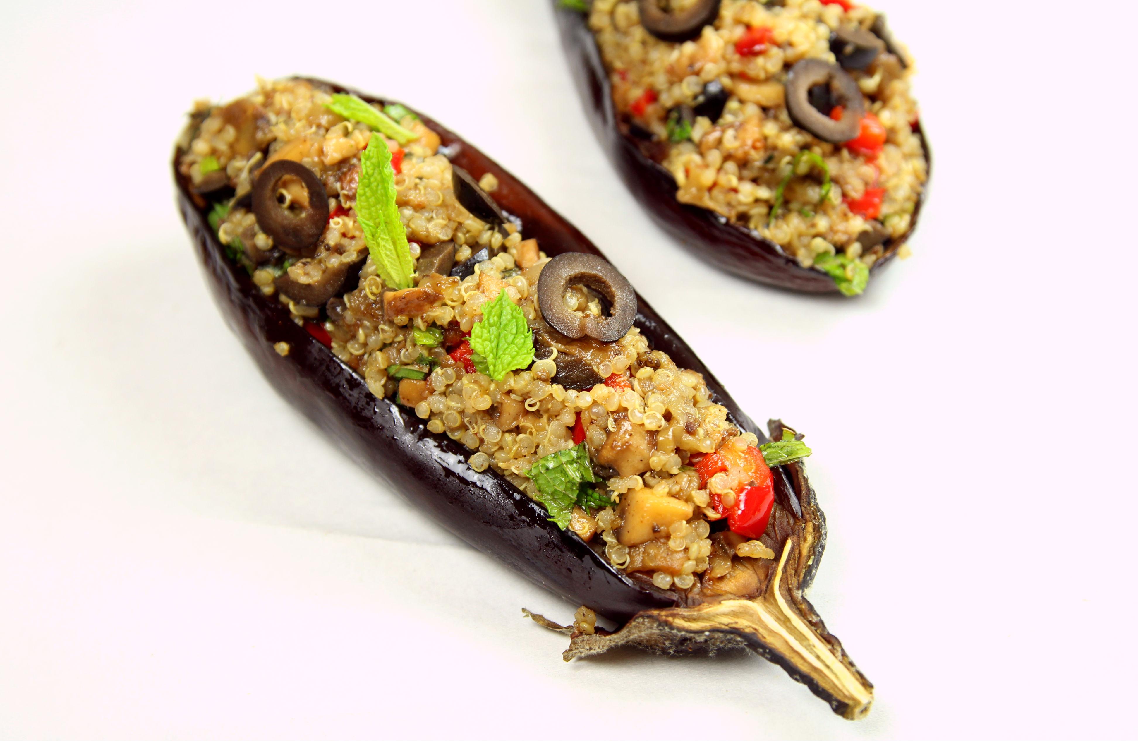 aubergines farcies au quinoa champignons poivron olives et menthe vegan the happy cooking. Black Bedroom Furniture Sets. Home Design Ideas