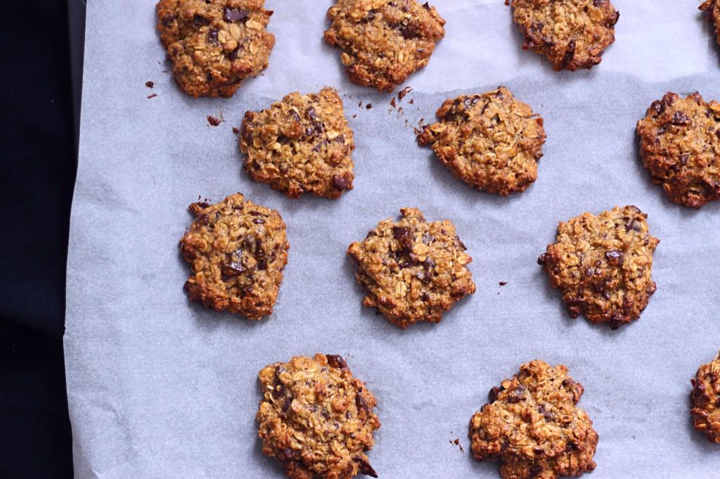 """[Cookies """"sains"""" à l'avoine, beurre de cacahuète et chocolat noir {sans lactose - à IG bas}] [Cookies """"sains"""" à l'avoine, beurre de cacahuète et chocolat noir {sans lactose - à IG bas}]"""